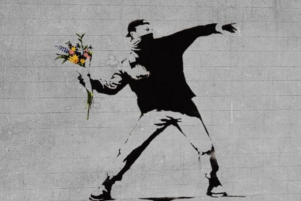 Nome:   l43-banksy-flower-thrower-131015111243_big.jpg Visite:  363 Grandezza:  86.7 KB