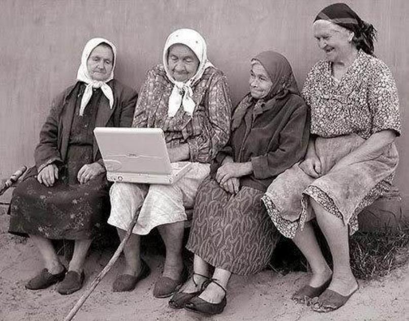 Nome:   cropped-Donne-anziane-della-Basilicata-con-un-portatile-1997.jpg Visite:  64 Grandezza:  97.4 KB