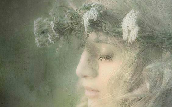 Nome:   donna-con-fiori-tra-i-capelli.jpg Visite:  46 Grandezza:  28.6 KB