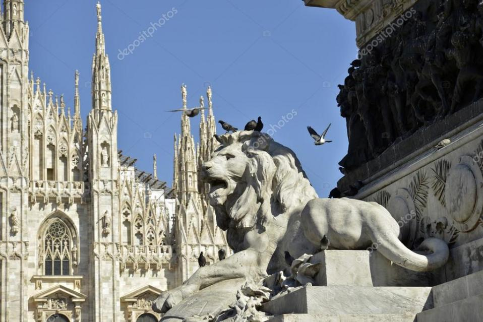 Nome:   depositphotos_107532004-stock-photo-lion-and-pigeons-duomo-square.jpg