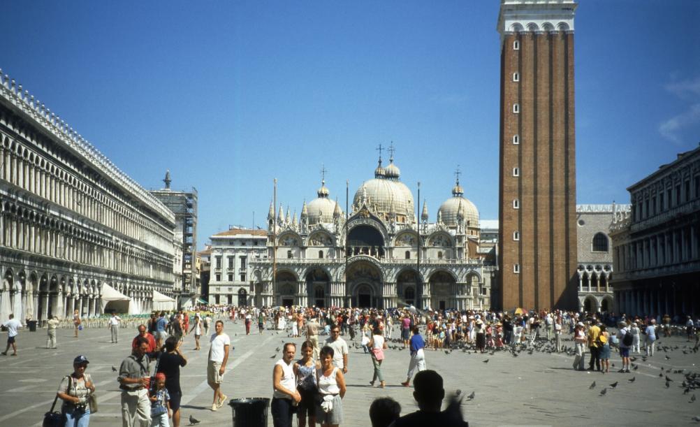 Nome:   Venice_-_Piazza_San_Marco.jpg Visite:  267 Grandezza:  98.0 KB