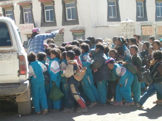 Nome:   HPIM0896bimbi tibet.jpg Visite:  397 Grandezza:  34.2 KB