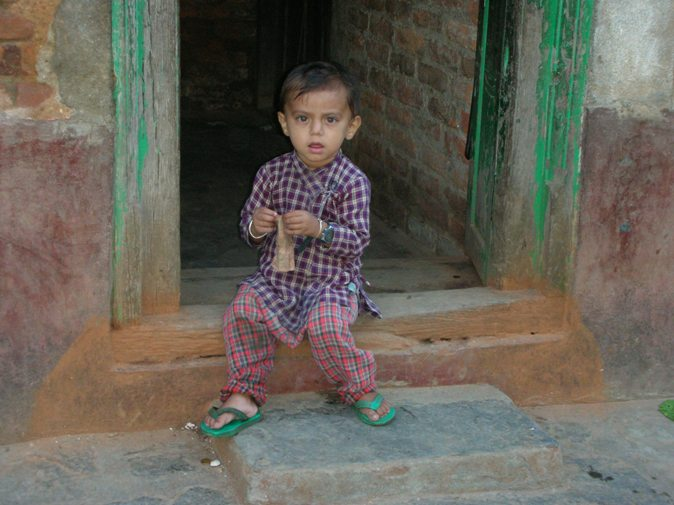 Nome:   nepal 324bimbo che gioca.jpg Visite:  510 Grandezza:  73.6 KB