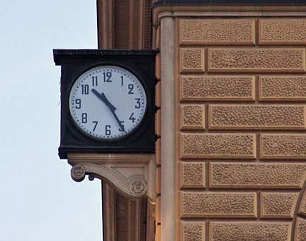 Nome:   orologio_bologna.jpg Visite:  115 Grandezza:  23.5 KB