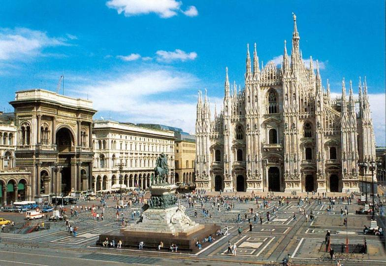 Nome:   DuomoMilano.jpg Visite:  251 Grandezza:  101.2 KB